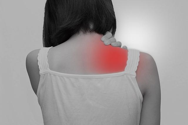 姿勢の悪さや運動不足も肩こりの原因になります