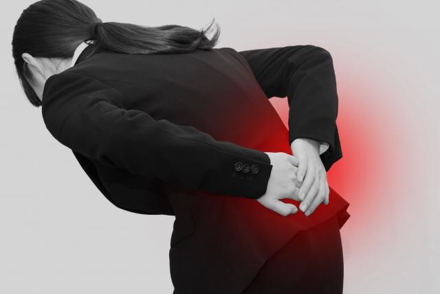 腰にかかる負担の蓄積やストレスも原因になります